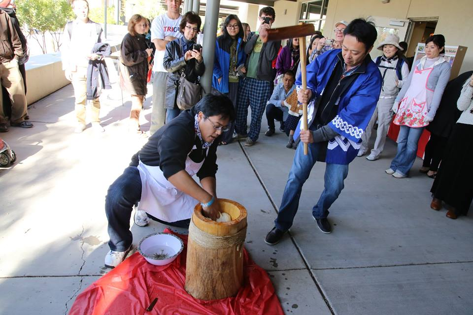 Mochi pounding in usu and kine (on loan from Phoenix friends)