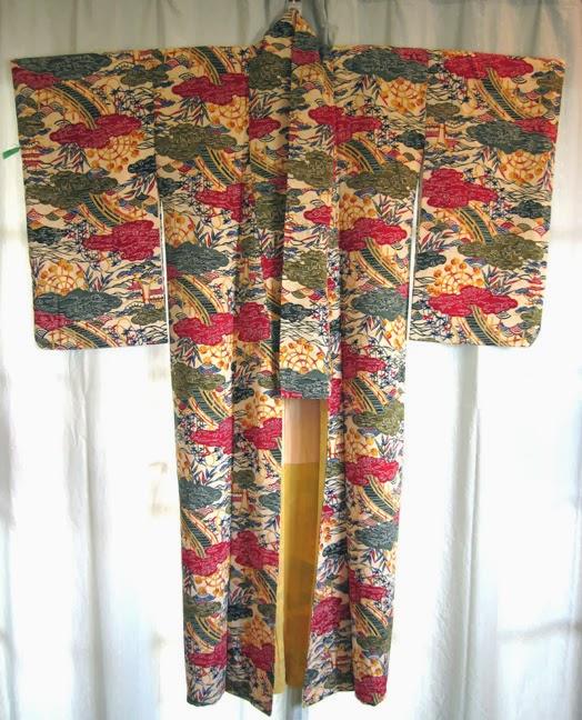 Photo of kimono  courtesy of Shakunetsu no Kimono